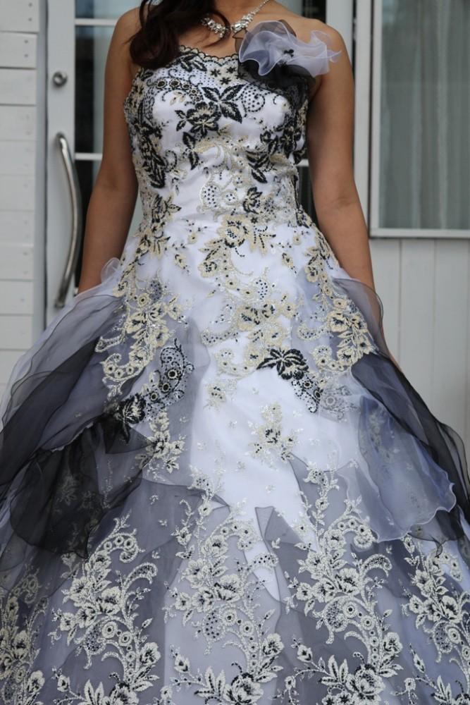 №84 カラードレス 白黒灰