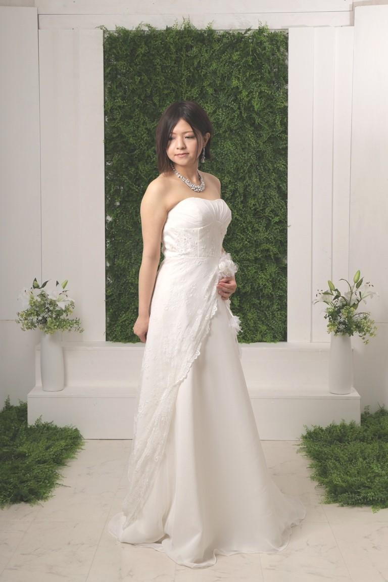 №2104 スレンダーウエディングドレス